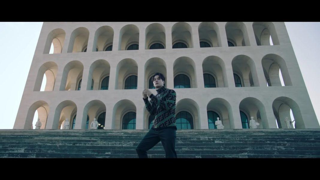 Джексон из GOT7 выступил на неделе моды в Милане