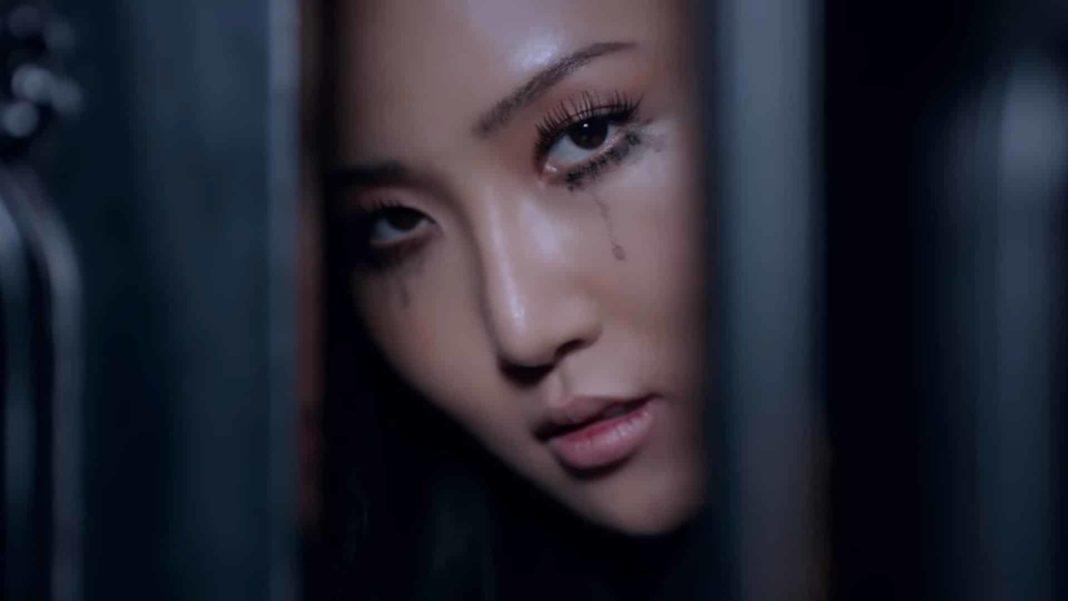 Хваса из MAMAMOO дебютировала с сольным клипом