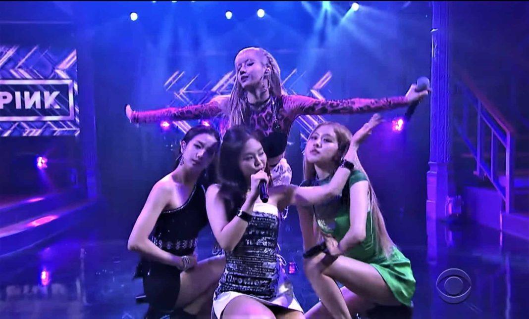 BLACKPINK дебютировали на американском телевидении в «Позднем шоу со Стивеном Кольбером»