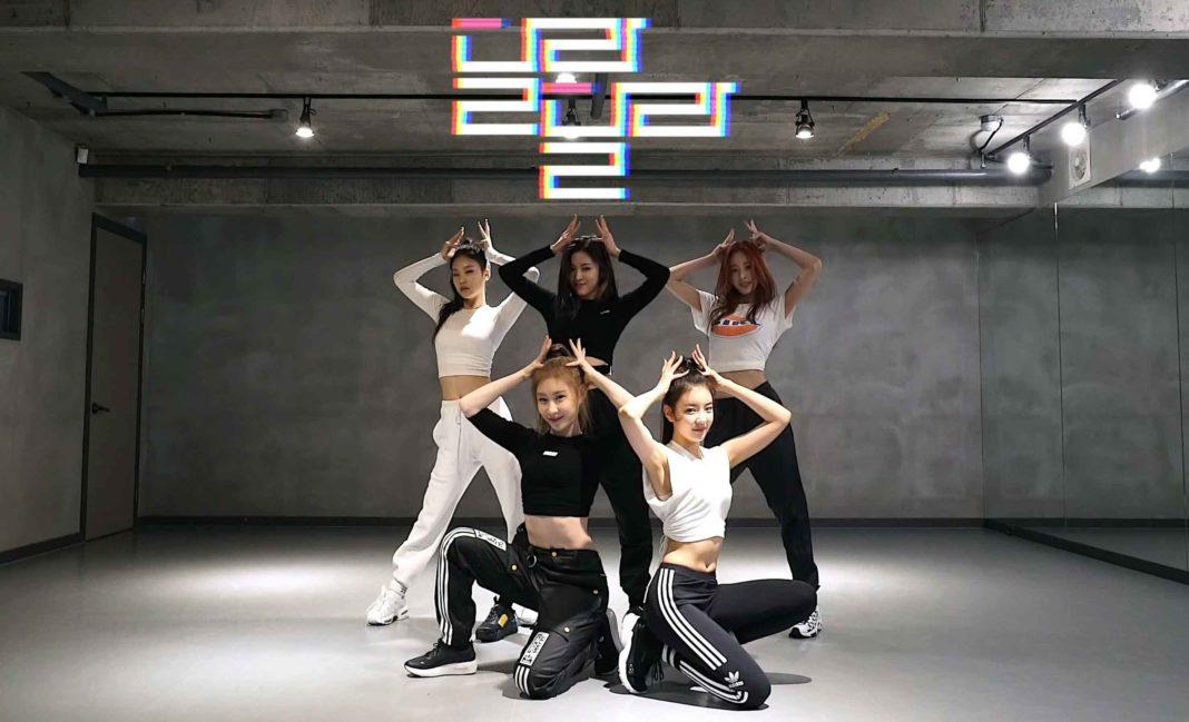 Группа ITZY показала танцевальную практику для песни «Dalla Dalla»