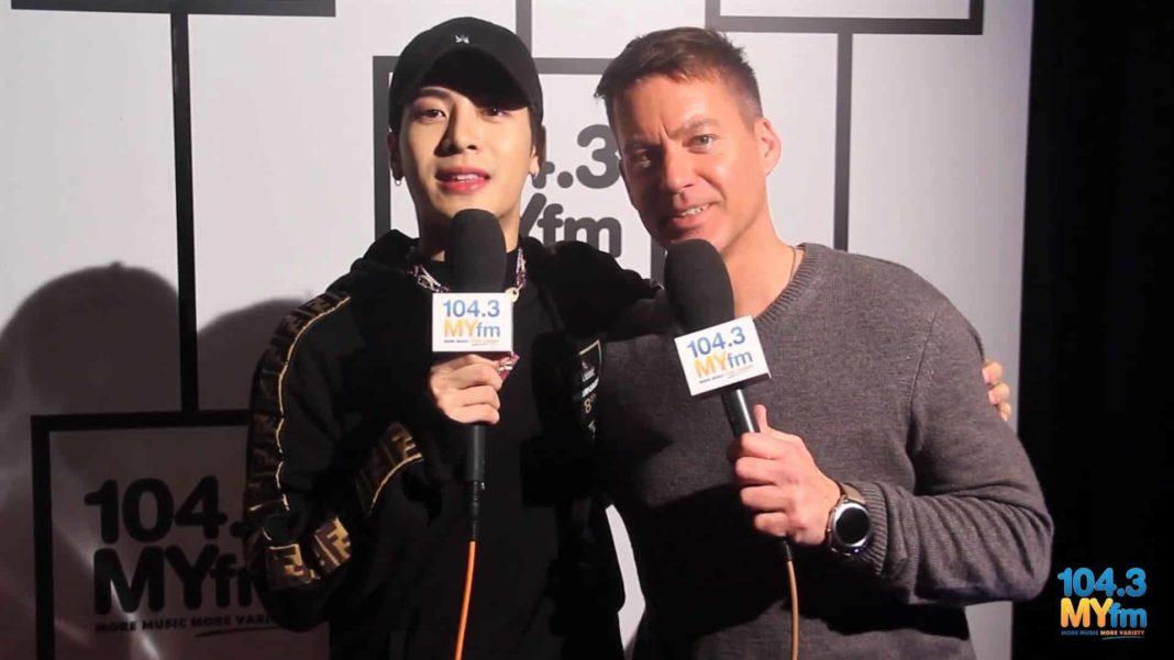 Джексон из GOT7 дал интервью Дейву Стайлсу на церемонии Грэмми 2019