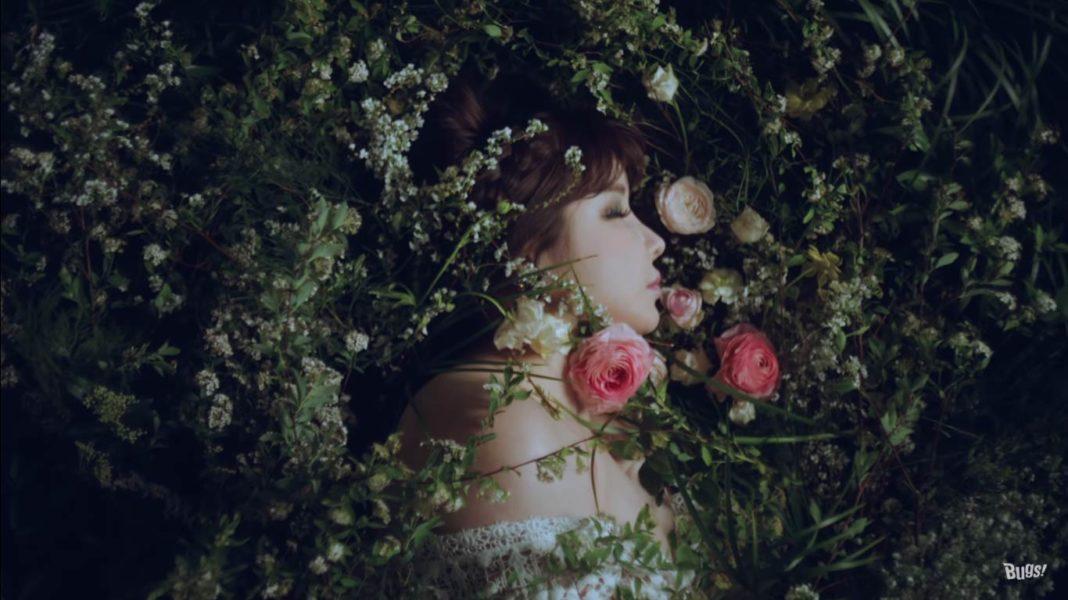 Пак Бом в образе весны в тизере клипа «Spring»