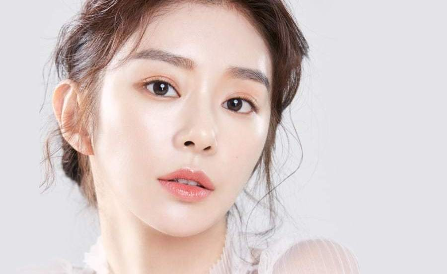 Актриса Ли Джу Бин подала в суд за незаконное использование ее фотографии