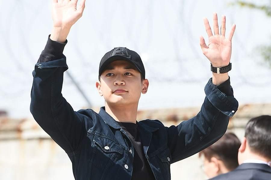 Минхо из SHINee ушел служить в морскую пехоту!